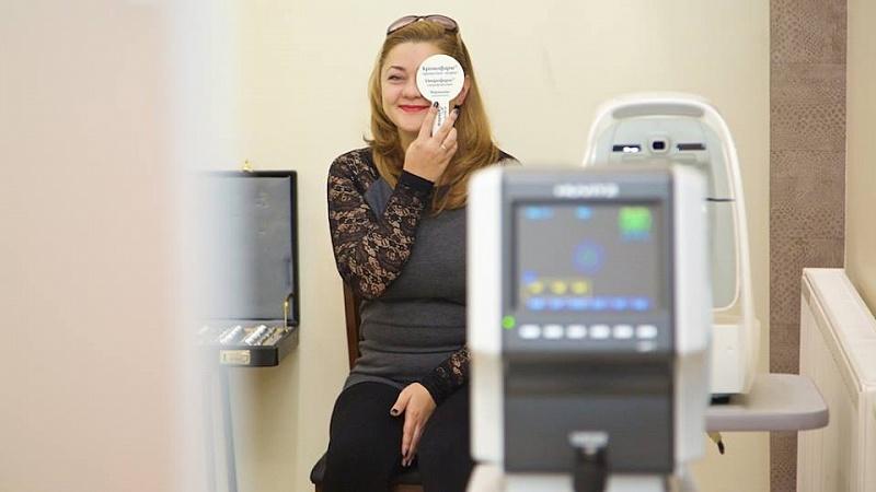 Багатьом людям окуляри чи контактні лінзи потрібні через поганий зір ccda06eb283c1
